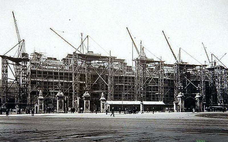 Rebuilding Buckingham Palace in 1913 (c) Colin Waters